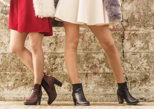 Chaussures avec une jupe